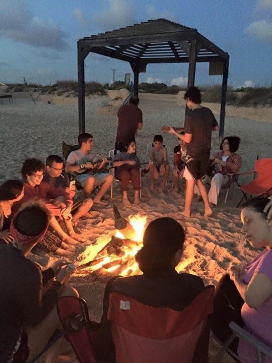 michmoret-beach-familes-picnic-2